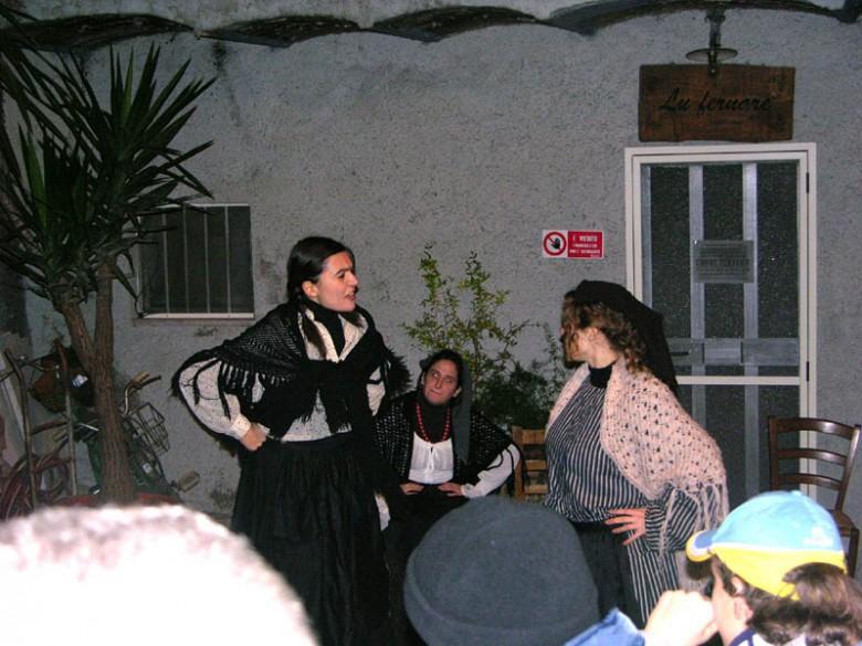 Recita dialettale nel 2014 (foto di repertorio)