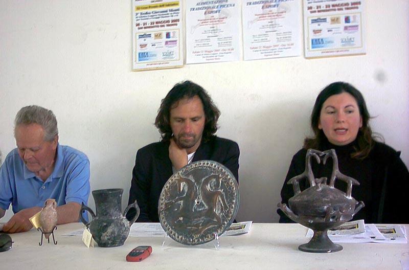 Dalla sinistra: il Presidente dell'Associazione Atletica Torrione Giovanni Battista Burrasca, l'Assessore allo Sport Pierluigi Tassotti e Barbara Burrasca