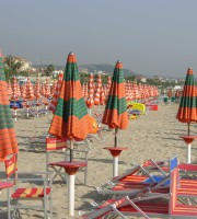 Ombrelloni sulla spiaggia di San Benedetto