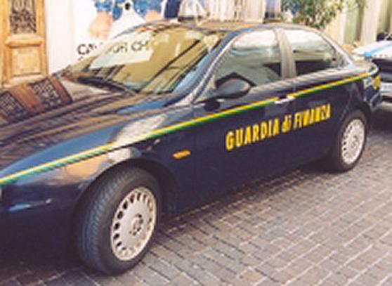 Una macchina della Guardia di Finanza