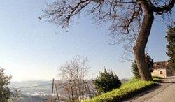 Il panorama delle colline picene ammirato dalla strada Mezzina