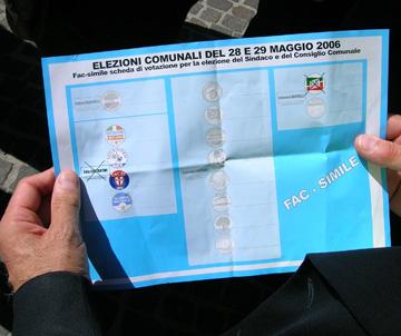 Il volantino elettorale che invita al voto disgiunto nel centrodestra