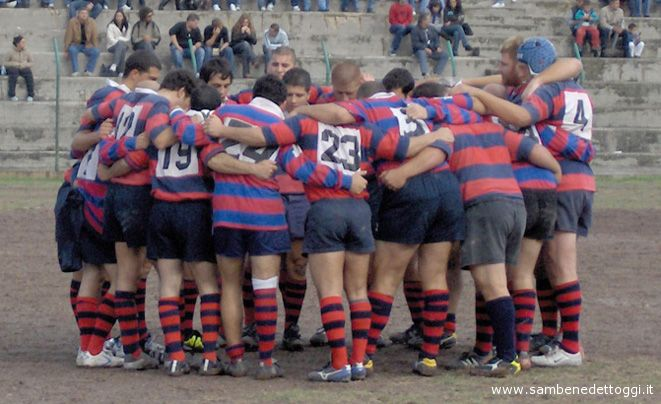 I ragazzi del Rugby Samb fanno gruppo prima di una partita