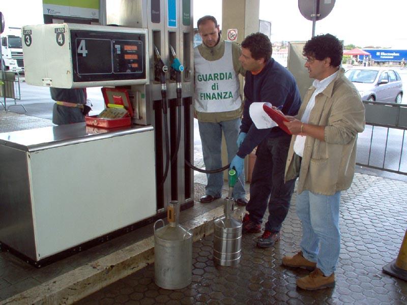 I controlli della Gdf tra i distributori di benzina del Piceno