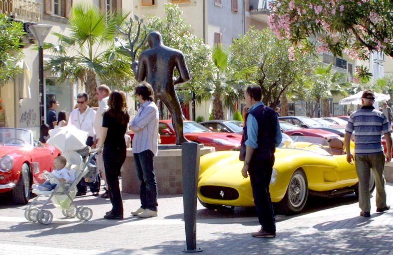 Una foto delle Ferrari in Viale Secondo Moretti/2