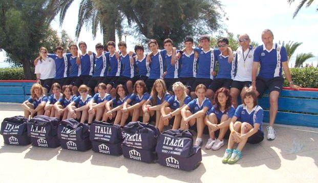 Foto di gruppo per la squadra italiana (categoria cadetti), alla pista Panfili per il raduno preuropeo