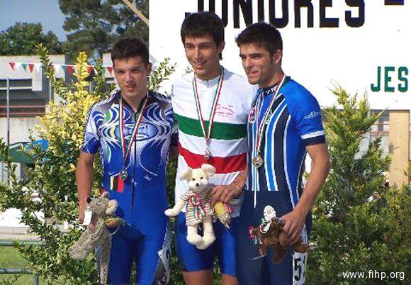 Roberto Catalini (a destra) festeggia la convocazione per gli Europei giovanili di Martinsicuro
