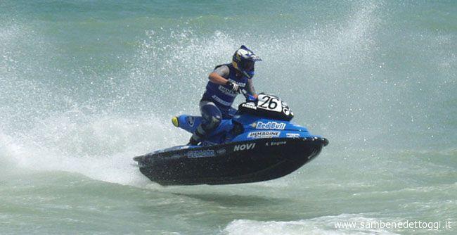 Spettacolo al molo Sud nel corso del III Gran Premio Città di San Benedetto