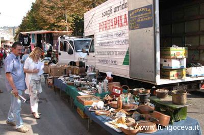 Iniziano i mercatini estivi
