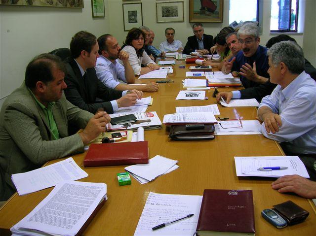 Un momento dell'incontro tra la Giunta provinciale e la Giunta comunale