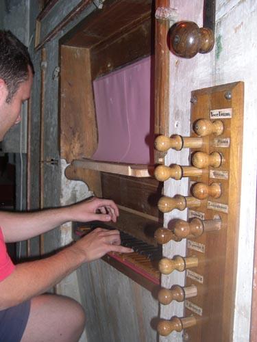 Il maestro Aurini all'organo della Chiesa di S.Lucia