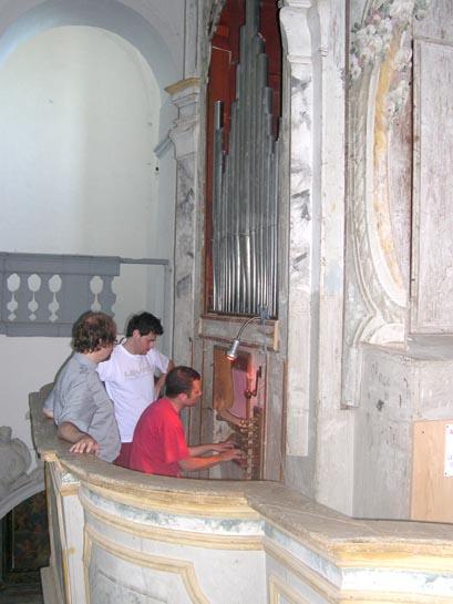 Don Giorgio, Malavolta e Aurini all'organo