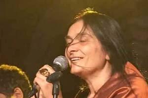 Pia Mora in una esibizione dal vivo