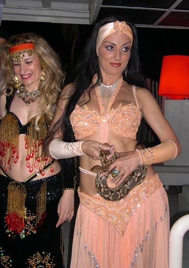 No, non lo tocco il serpente, si vede che non è plastica...