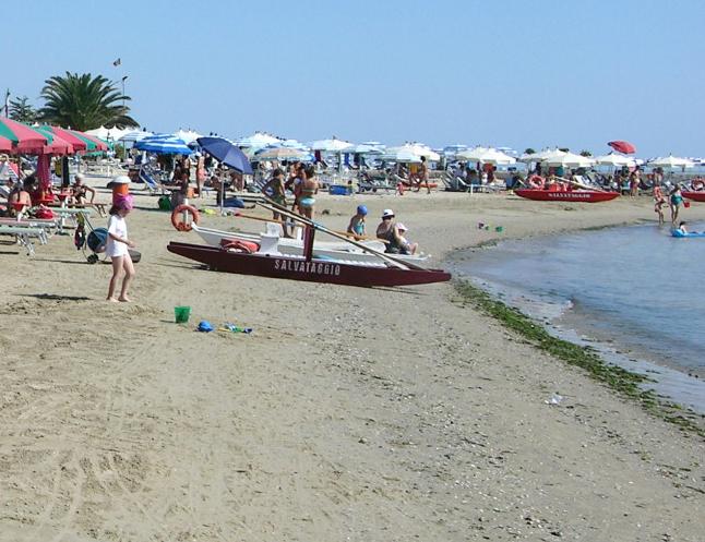 Sessantenne muore in spiaggia a San Benedetto