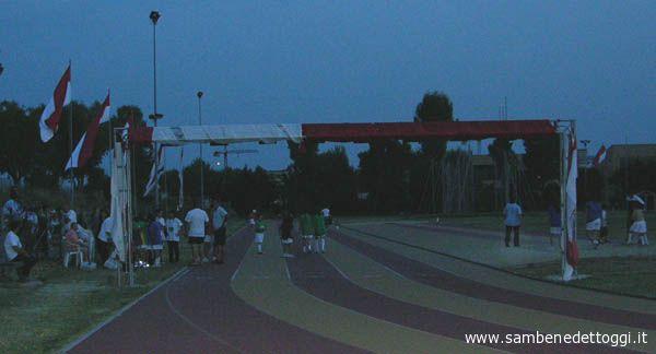Traguardo bardato di biancorosso - i colori della Polisportiva Ragnola - al campo di atletica