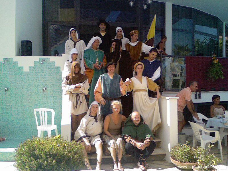 Foto di gruppo dei figuranti