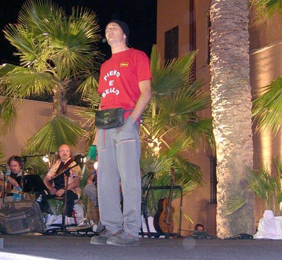 Marco Dondarini  durante l' esibizione