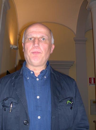Paolo Hendel posa per SbtOggi