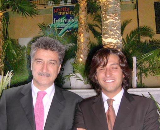 Il sindaco merli e l'assessore Piergallini all'ultima serata del Cabaret 06
