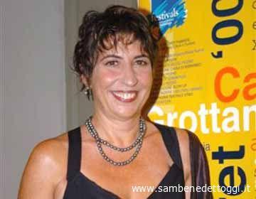 Serena Dandini, qui premiata con l'Arancia D'Oro al festival Cabaret Amoremio! 2004, proprio a Grottammare