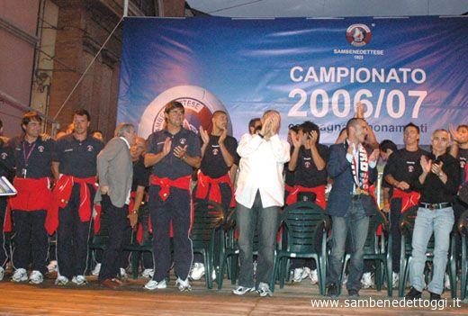 Sopra il palco della rinnovata via Matteotti ha sfilato la Samb edizione 2006-2007