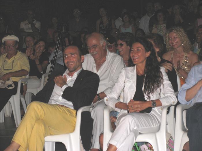 Parte del pubblico presente divertito dalle presentazioni di Allevi