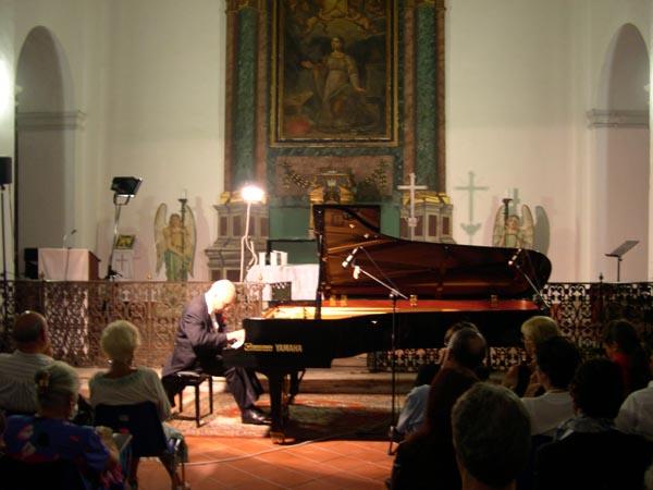 Pierre Reach durante una esibizione nel 2006 al Festival Liszt