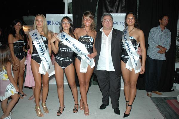 Le tre vincitrici con Giuseppe Castelli