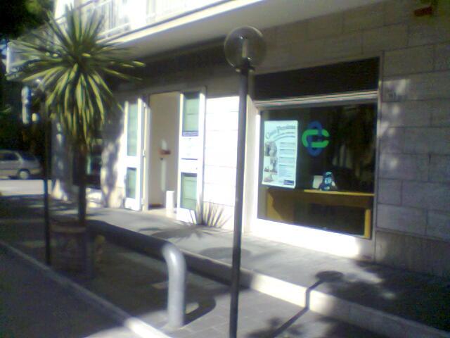 La filiale della Banca Picena Truentina di via Mare