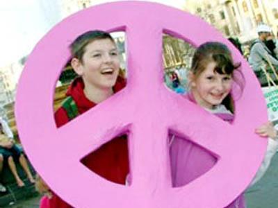 In tutto il mondo i bambini manifestano contro la Pace