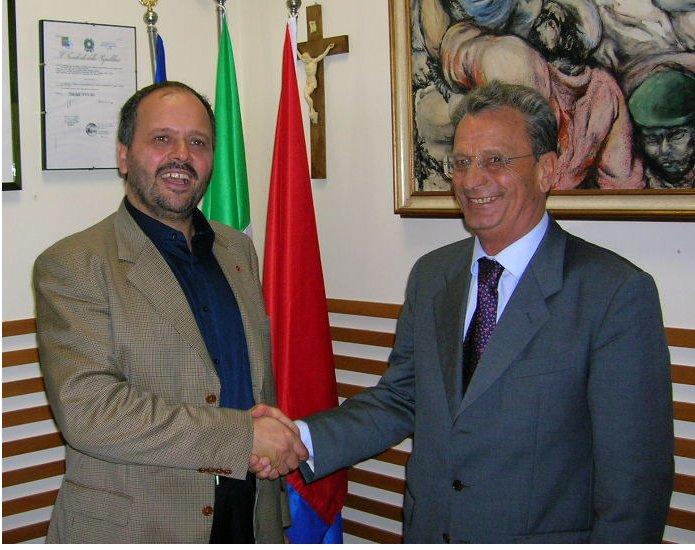 Stretta di mano in Comune tra il sindaco Gaspari e il Questore Mastrogiovanni