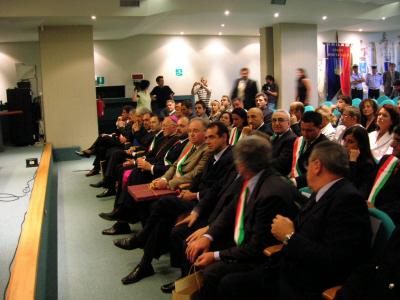 Un momento della festa per il decennale del Vescovo Gestori all'Auditorium comunale