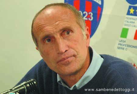 Luciano Zecchini. C'era lui, l'anno scorso, sulla panchina rossoblu in occasione del pesante 5-0 subìto all'Arechi di Salerno