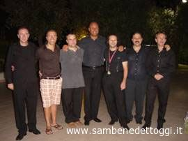 Foto di gruppo degli assessori Sgariglia e Infriccioli con il direttore artistico Federico Paci ed i maestri dell'Officina dell'Arte