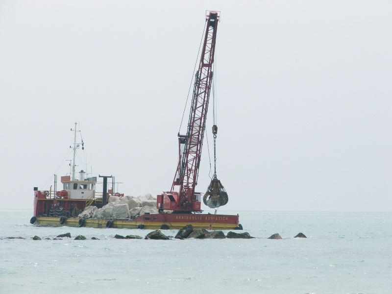 Proseguono i lavori per il rafforzamento delle barriere flangiflutti a Grottammare.