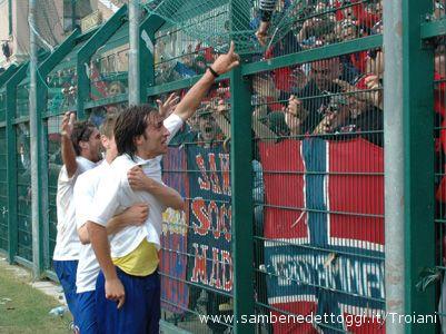 Giulianova, Olivieri festeggia la rete dell'1-0