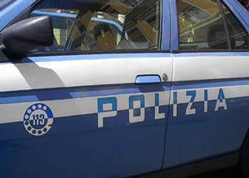 La Polizia sta visionando i filmati per cercare di risalire all'identità dei due ladri