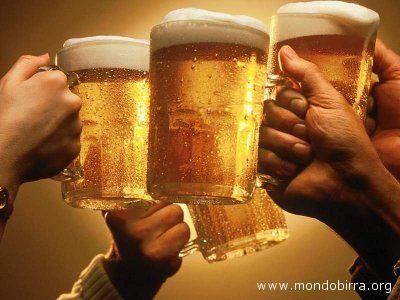 Brindisi a suon di birra