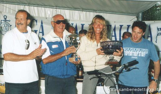 Maja Stavinicki e Nicola Amadio festeggiano le rispettive vittorie con il presidente della LNI di San Benedetto Stefano Oriente