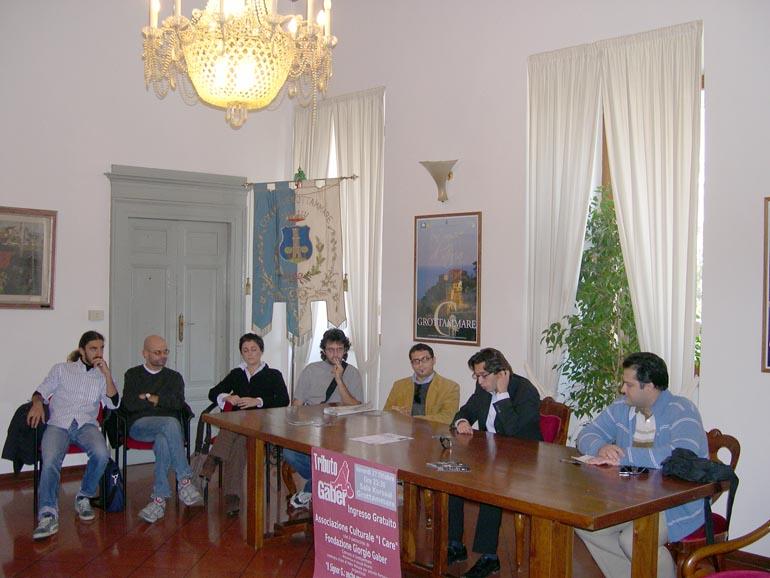 Enrico Piergallini tra i membri delle associazioni