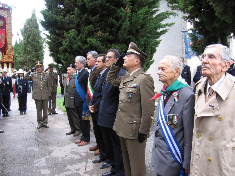 Un momento della cerimonia in onore dei Caduti svoltasi questa mattina ad Ascoli