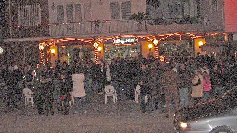 Numerosissimi i clienti al Caffé Centrale il 24 dicembre