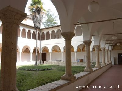Il Chiostro della Facoltà di Architettura di Ascoli, che si trova all'interno del Parco dell'Annunziata