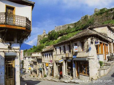 La pittoresca città di Gjirokastra