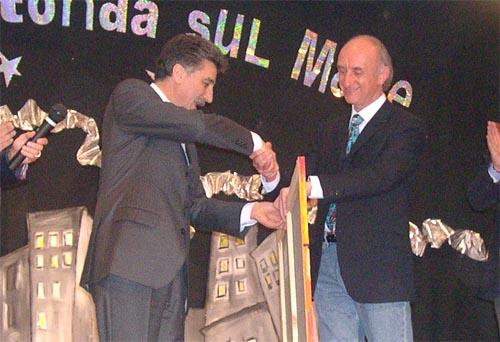 Angelo Maria Ricci premiato dal Sindaco Merli