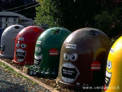 Simpatiche campane per il riciclaggio dei rifiuti