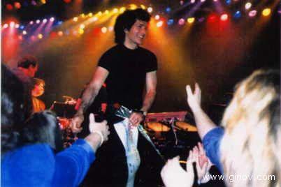 Gino Vannelli in un concerto ad Atlantic City nel 1999