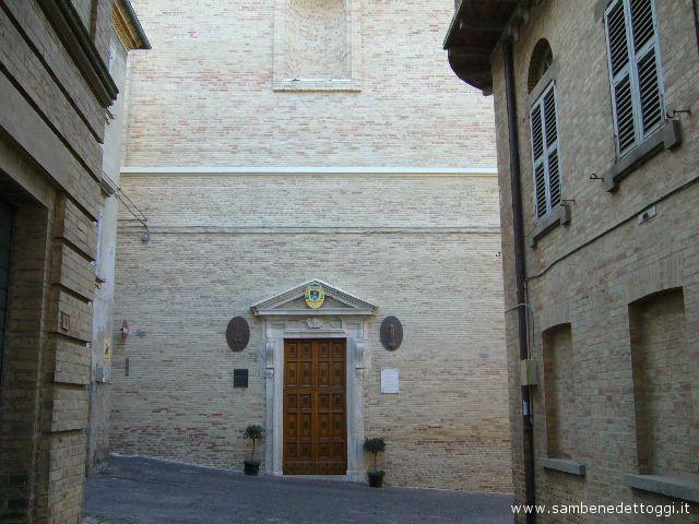 Uno scorcio della facciata della chiesa San Niccolò da Bari