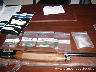 I bossoli e il fucile usato da Fabrizio D'Intino per uccidere lo zio Adamo Cipolloni